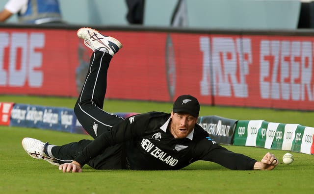 Martin Guptill attempts to catch England's Ben Stokes