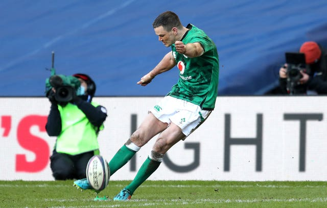 Johnny Sexton moved past 900 points for Ireland by scoring 17 against Scotland, including a decisive late penalty