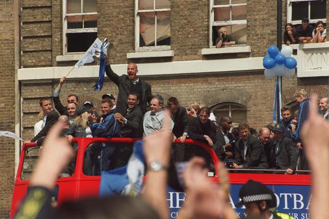 Gianluca Vialli, centre, and his Chelsea team-mates celebrate their FA Cup triumph in 2000 after victory against Aston Villa