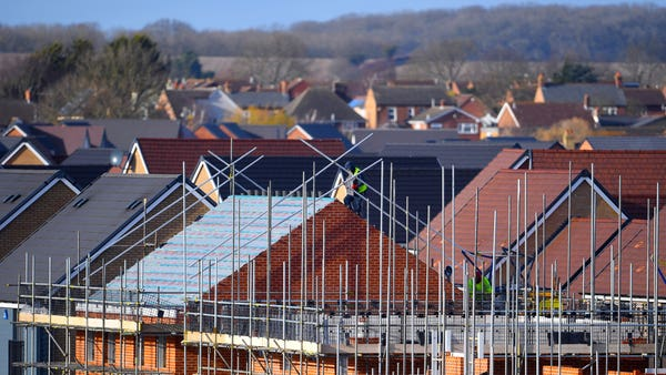 Number of new homes started in England falls by 8% compared with year earlier