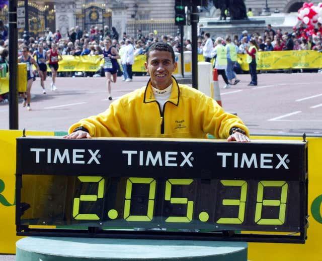 Khalid Khannouchi celebrates his world record in the 2002 London Marathon