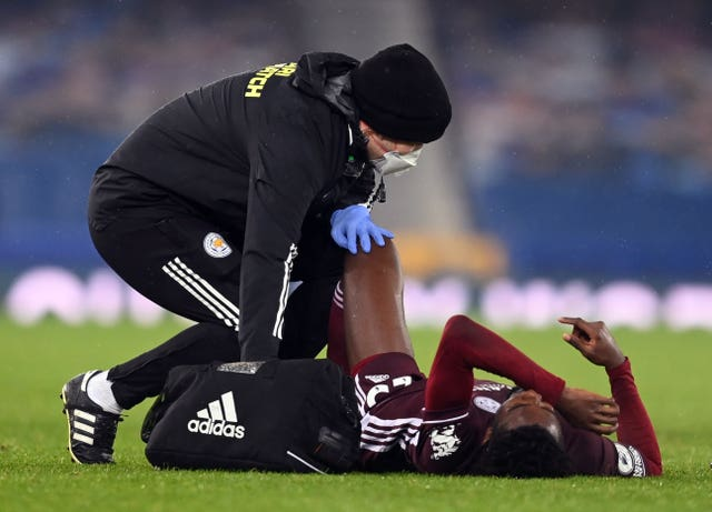 Wilfred Ndidi receives treatment for an injury