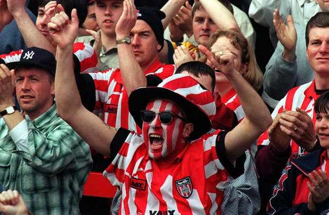 Sunderland fan with painted face