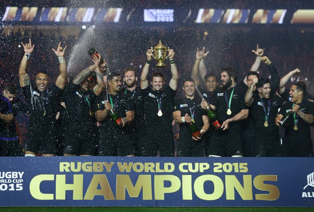 New Zealand captain Richie McCaw, centre, lifts the World Cup trophy in 2015 flanked by his team