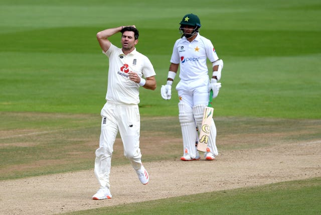 James Anderson reacts after Jos Buttler's dropped catch